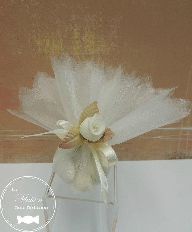 piquet fleu rbouton rose blanche decoration tulle pochon ballotin dragees mariage bapteme accessoire sujet deco