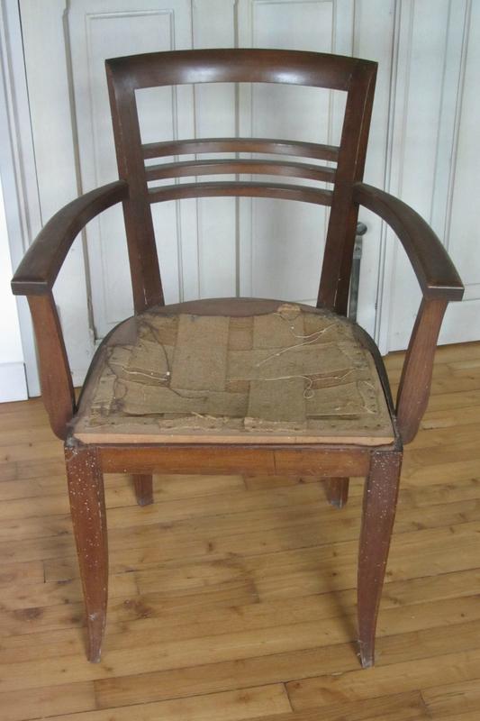 vernir une chaise tapissier côté sièges