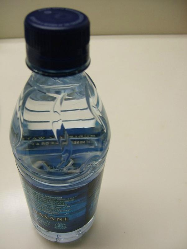 676px-eau en bouteille