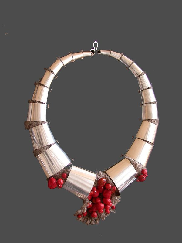 tribal ketting rode kralen 1