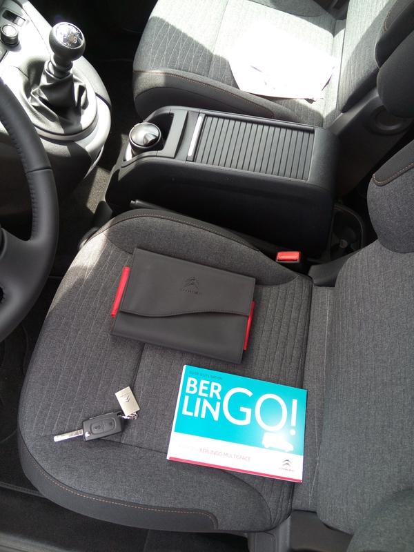 Nouvelle voiture berlingo Citroen 7 places acoudoire central boite a gants central