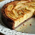 Tarte aux pommes normande, base spéculoos & chocolat