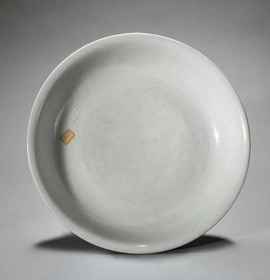 Large plate with dragons, Ming dynasty (1368-1644), Jiajing six-character mark within double-circles and of the period (1522-1566)