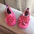Des chaussons roses pour une jolie jeune fille...