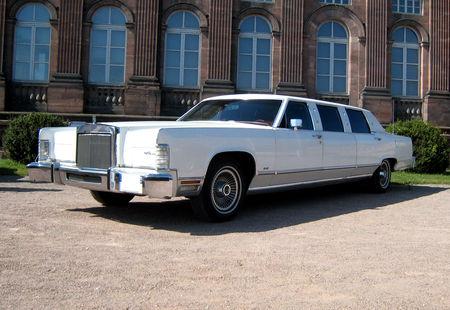 Lincoln_continental_limousine_de_1978_02