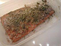 saumon mariné en attente