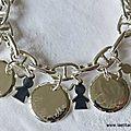 Bracelet sur chaîne maille marine en argent massif avec 5 médailles en argent massif gravées et 5 breloques mini chéris filles en argent massif
