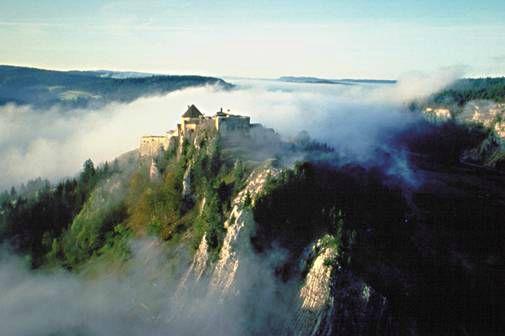 Paysage-du-Jura-chateau-de-Joux-Franche-Comte-