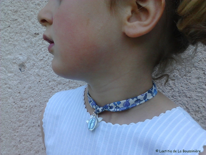 Collier de l'Annonciation (porté) de profil