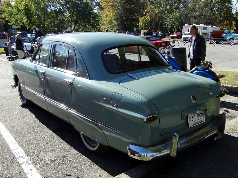 ford-deluxe-fordor-1950-b