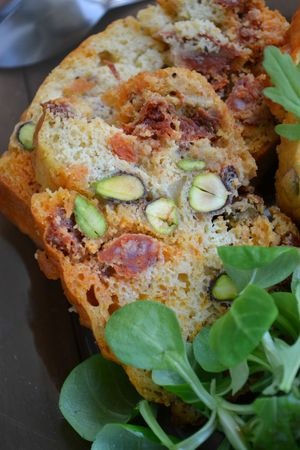 Cake chorizo pistaches tomates (4)