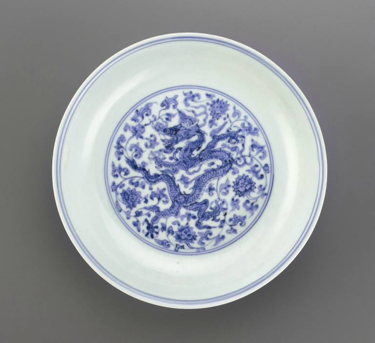 Blue-and-White 'Dragon' dish with Phagsa inscription, Zhengde mark and period (1506 – 1521), Ming Dynasty (1368 – 1644)
