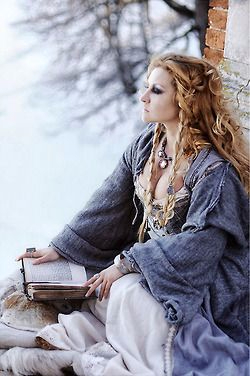 Solitary Witch ..