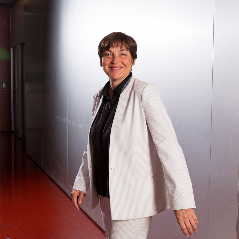 ANNICK GIRARDIN POSE DIMPOL MEDIA DIXIT WORLD