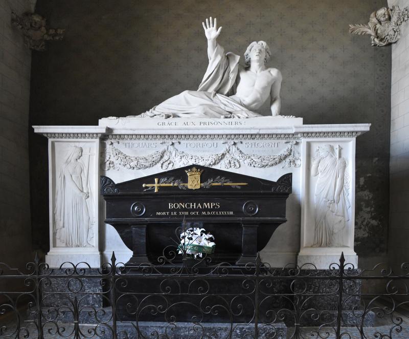 Le tombeau de Bonchamps, érigé en 1825 dans l'église abbatiale Saint-Florent du Mont Glonne (2)
