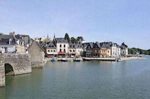 800px-Auray_port_de_Saint-Goustan_quai_Franklin