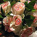 Pour un jour exceptionnel, une coiffure d'exception .....avec des perles assorties au bouquet .... pensez-y !