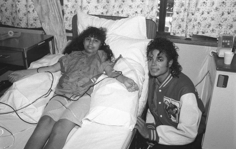 mike-with-sick-kids-rare-michael-jackson-12712077-1023-6961