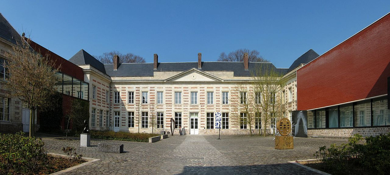 1280px-Le_cateau_cour_musee