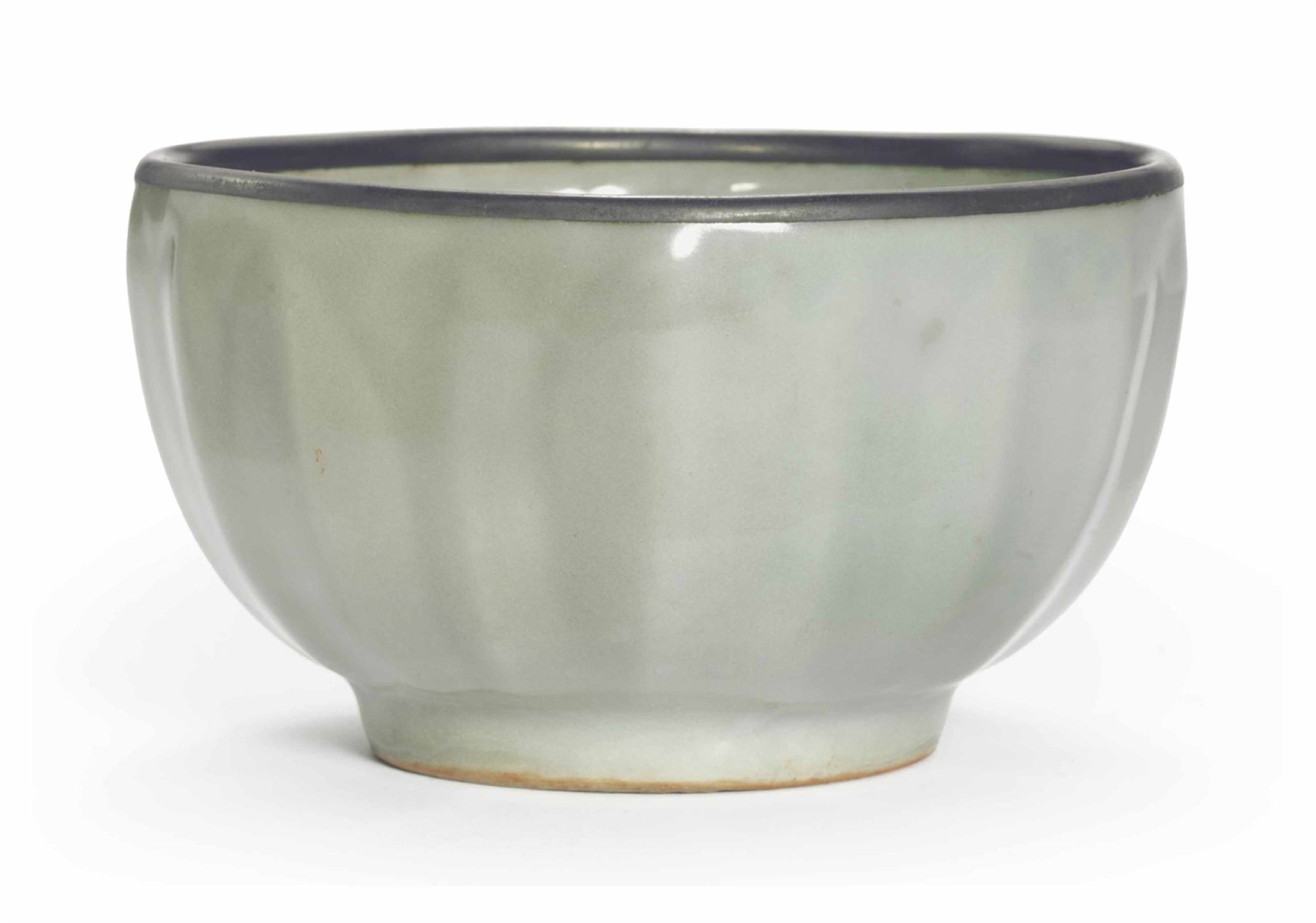 A Longquan celadon deep bowl, Southern Song Dynasty (1127-1279)