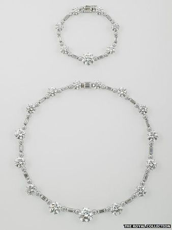 _61238923_thequeen_ssouthafricannecklace067