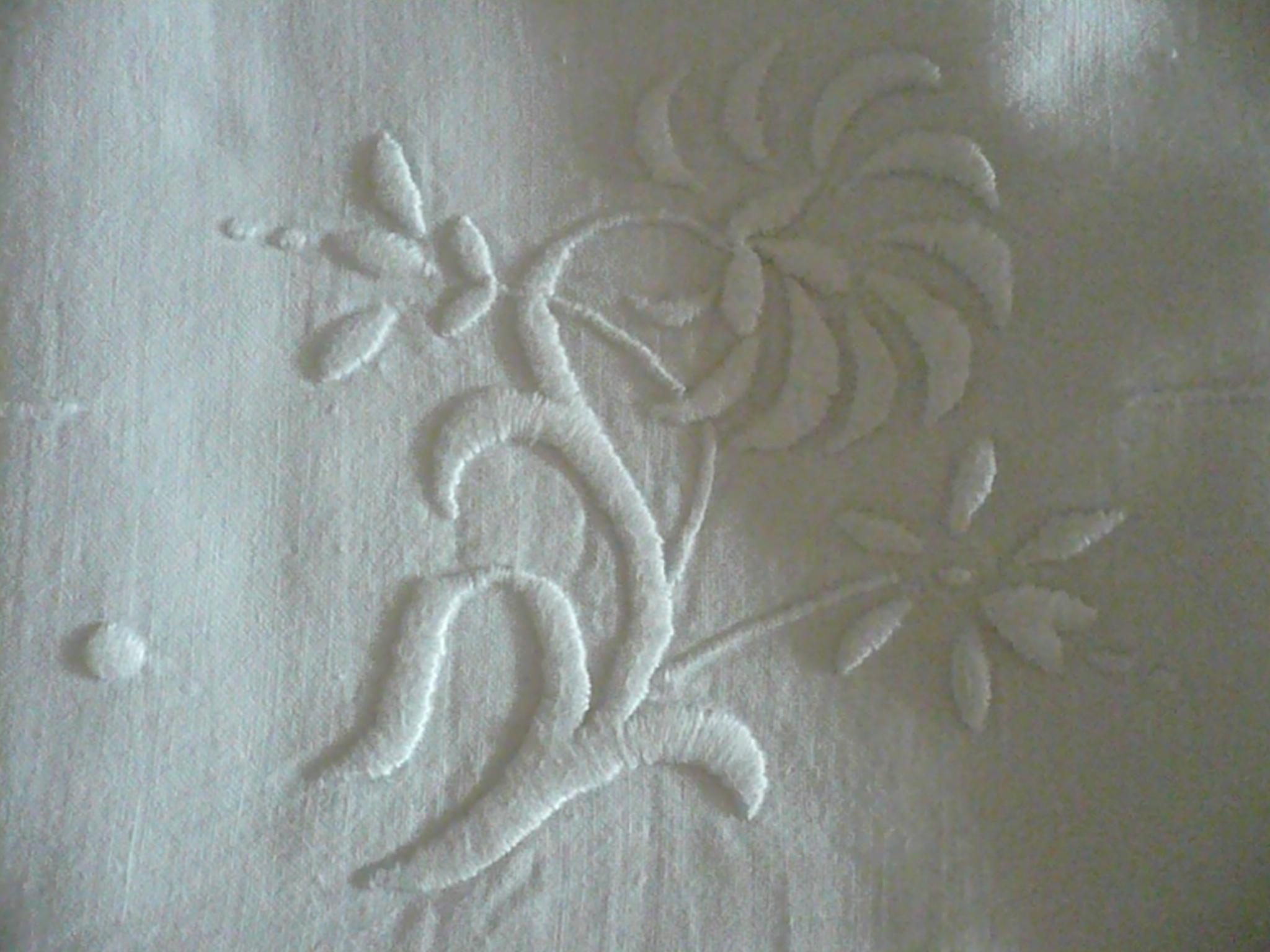 Merveilleuse parure de drap de coton, monogramme fait main, TD