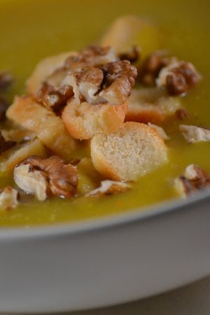Velouté potiron + curry + croûtons + noix (4)