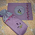 trousse et cahier violettes...