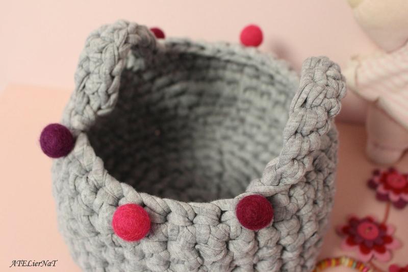 Panière grise boules roses3