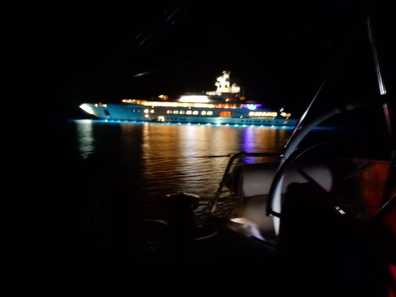 Yacht à l'ancre dans le chenal qui mène à Luka Polace (Mljet), lundi 19 octobre 2020 (1)