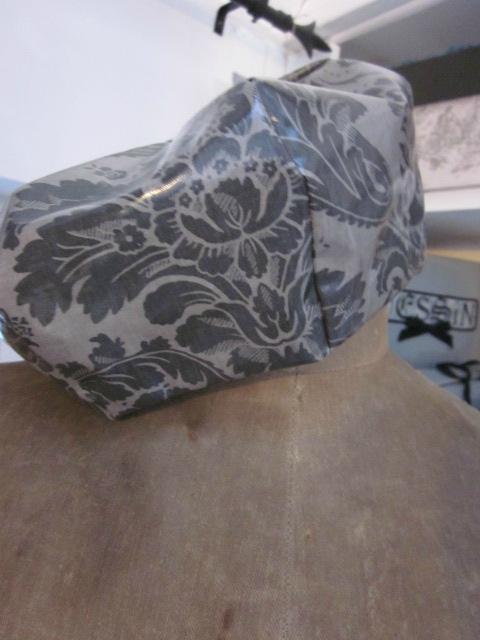 Chapeau de pluie AGATHE en coton enduit baroque gris (3)