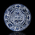 A blue and white phoenix and dragon kraak porcelain charger, wanli period (1573-1620)