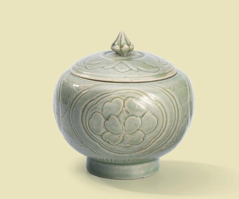 A carved Yue 'Peony' jar and cover, Northern Song dynasty (960-1127)