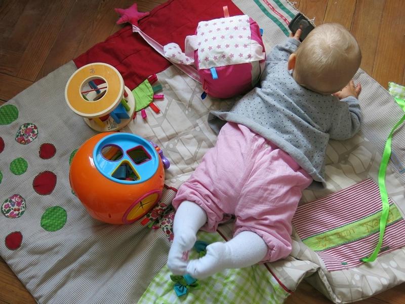 Princesse T sur tapis d'éveil