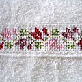 serviette à main motif tulipes stylisées 2