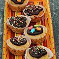 Muffins au lait fermenté et glaçage au chocolat