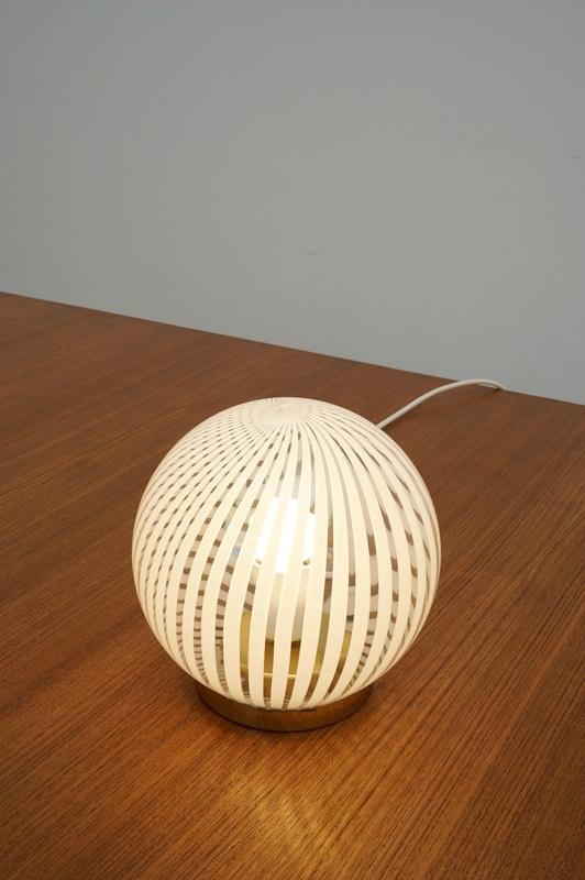 lampe boule gravée 2