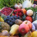 Des fruits et les légumes boudés et bradés