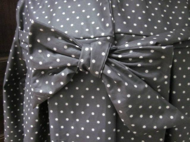 Ciré en coton enduit gris à petites pois noué d'un lien réalisé dans le même tissu (6)
