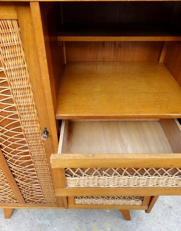 petite armoire vintage detail