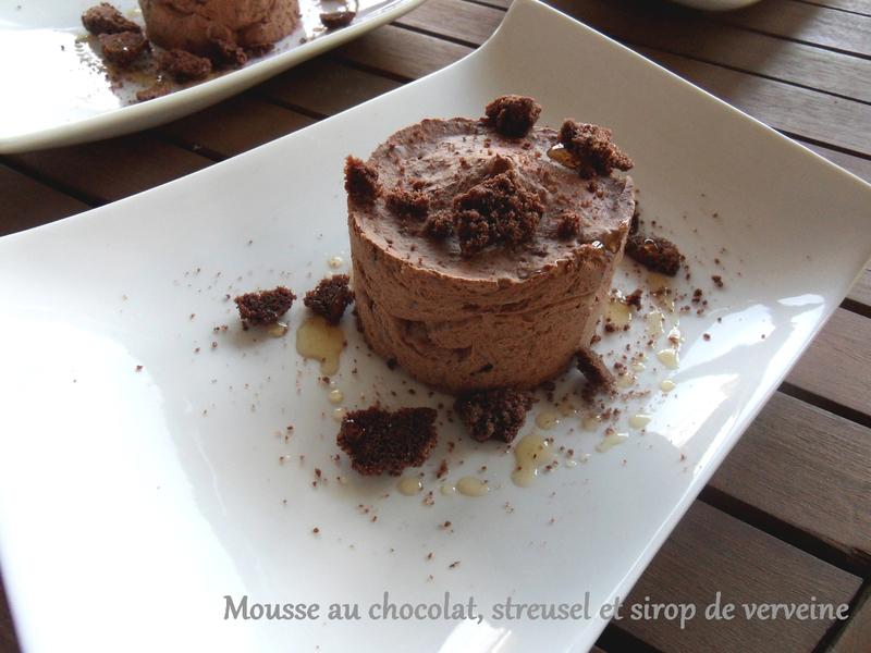 mousse au chocolat, streusel et sirop de verveine