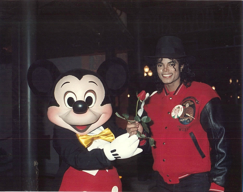 Mike-n-Mickey-michael-jackson-9109417-1011-801