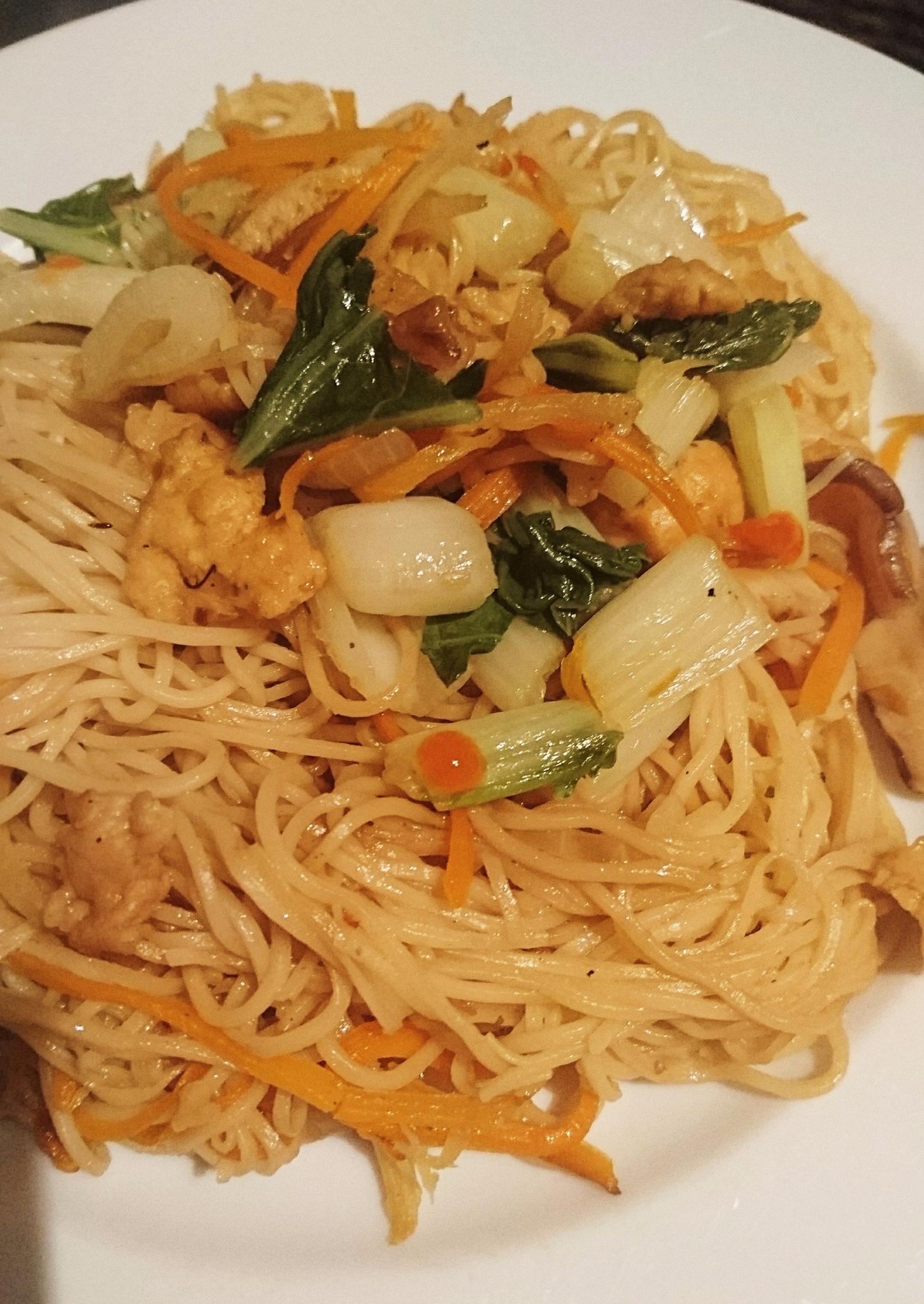 Nouilles sautées vegan aux légumes et protéines de soja