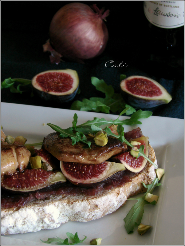 Tartines au Foie Gras Poêlé, Figues & Compotée d'Oignon Rouge au Whisky 001