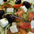 Salade greque au concombre et à la tomate