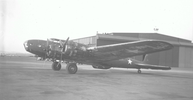 Boeing_B-17C,_The_Swoose,_at_Hammer_Fld_exposure