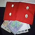 Le porte monnaie rouge du maître marabout houndjo d'afrique