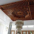Artisanat marocain: décoration avec plafond fait à la main