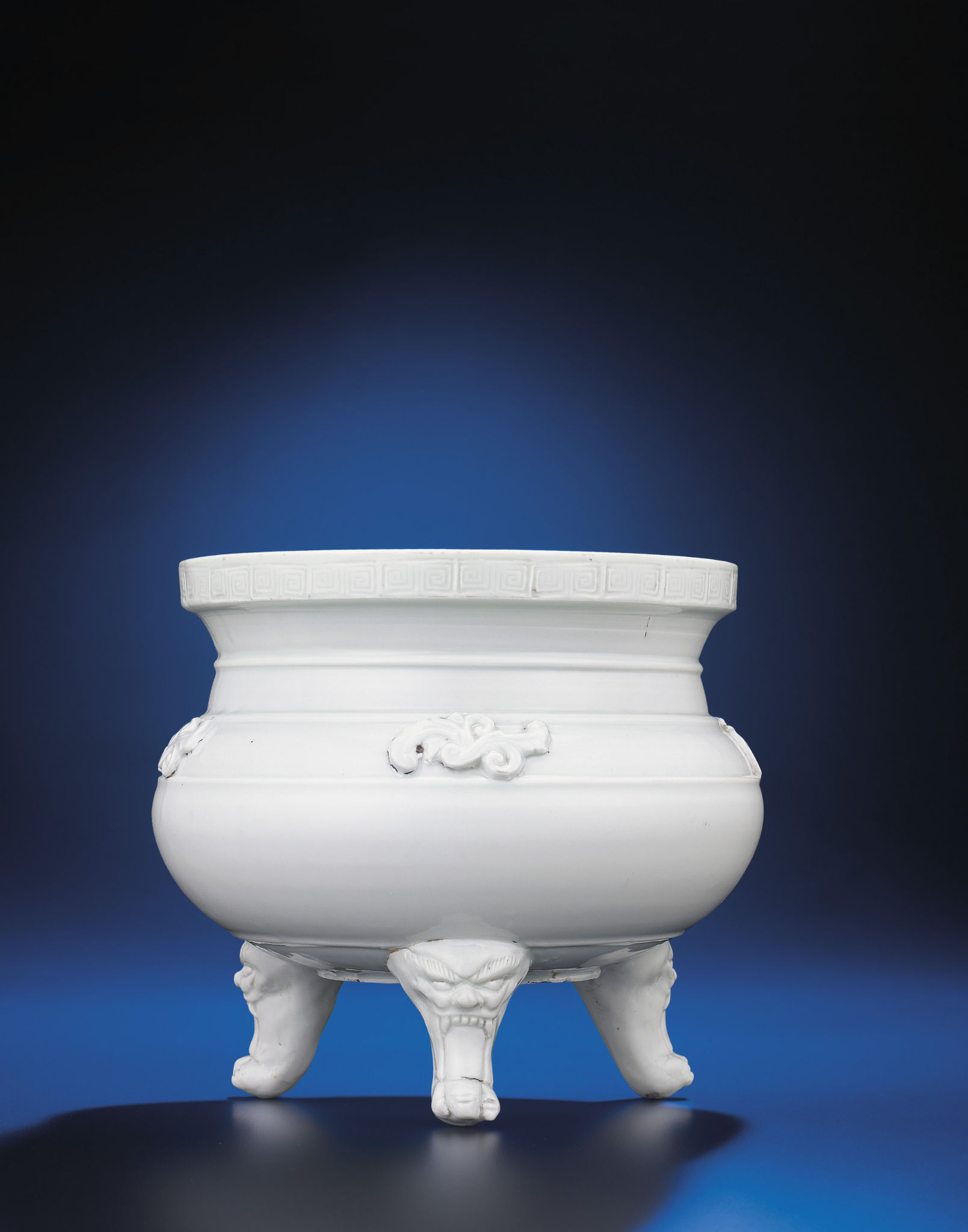 2012_HGK_02963_2295_000(a_dehua_tripod_censer_late_ming_early_qing_dynasty_17th_century)