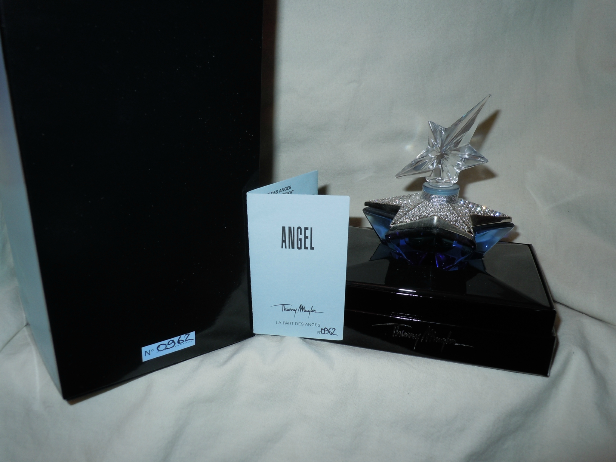 MUGLER-ANGEL-LAPARTDESANGESCUVEE2007-3